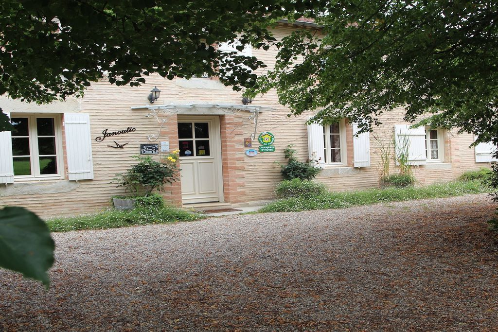 Chambres d'Hôtes Janoutic Bed & Breakfast in Gironde | Sawday's on