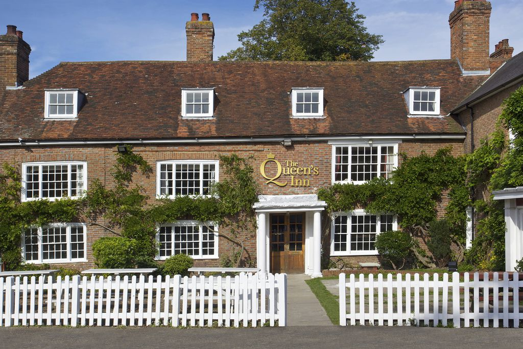 The Queen's Inn gallery - Gallery