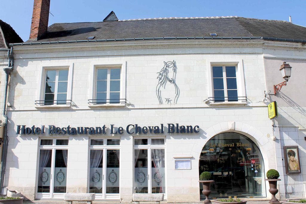 Le Cheval Blanc gallery - Gallery