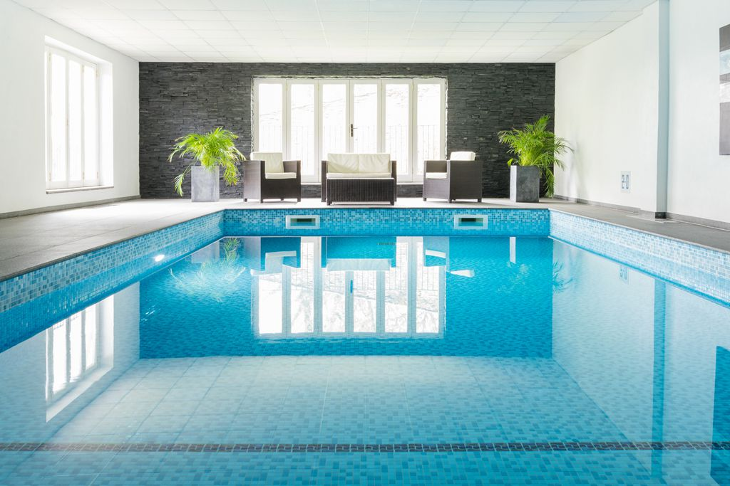 Colby Cottage, Granary Cottage and Pypard Cottage Devon, bright blue swimming pool