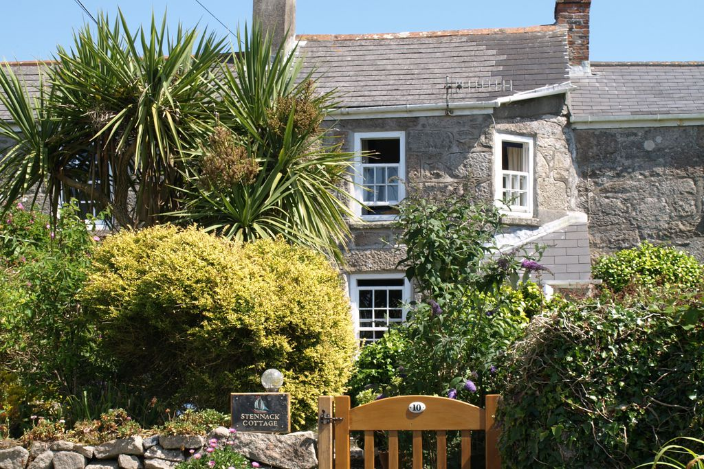 Exterior of Stennack Cottage in Cornwall