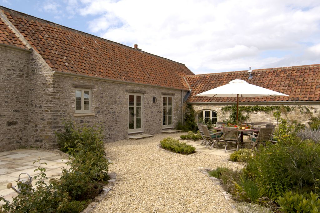 A quiet patch to breakfast outside at The Garden House, perfect for groups and walkers in Chewton Mendip.