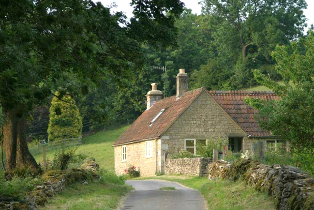 Cockshutt holiday cottage, Westley Farm, set in 70 acres of farmland, woods and meadows.