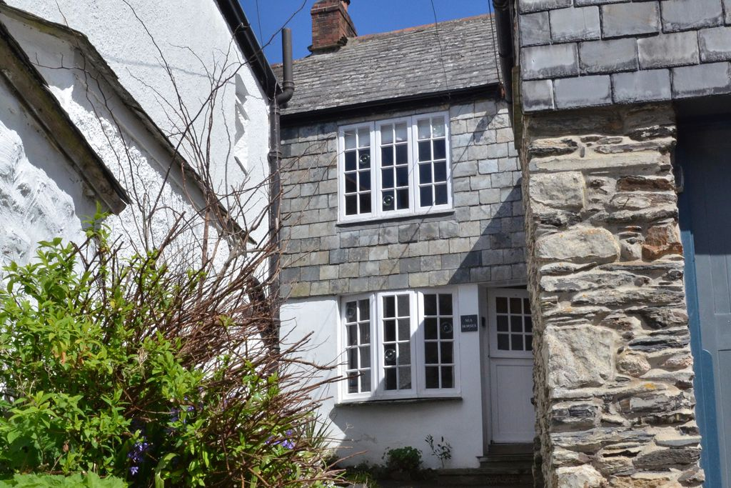 Exterior of Seahorses Cottage in Cornwall