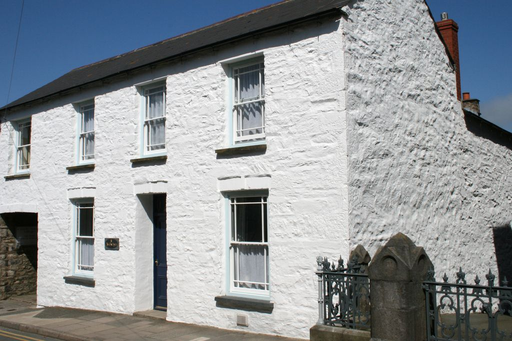 White-fronted Ty Gwilym cottage in St David's, Pembrokeshire