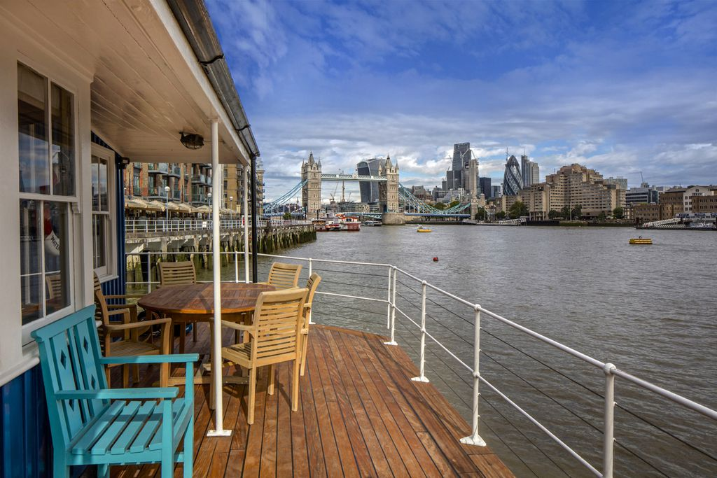 The Harpy Houseboat, River Thames gallery - Gallery