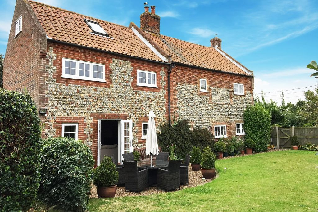 Exterior of Primrose Cottage in Walcott, Norfolk with lovely large private garden and outdoor seating area for six