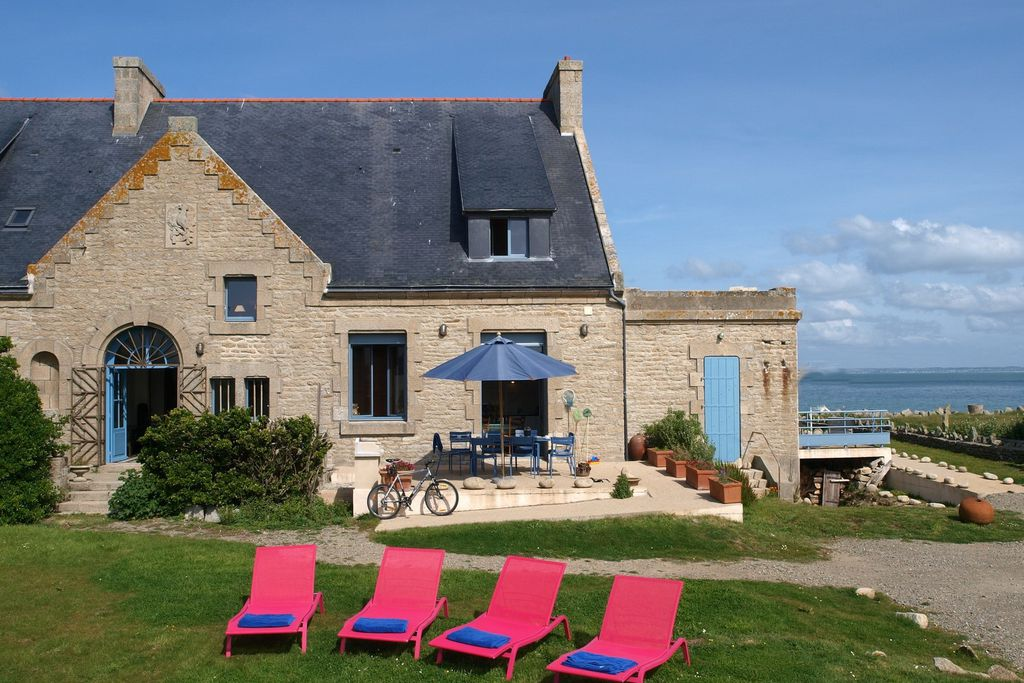 View of Nonna, Finistere with large grounds and pink sunloungers, and a gorgeous view of the sea