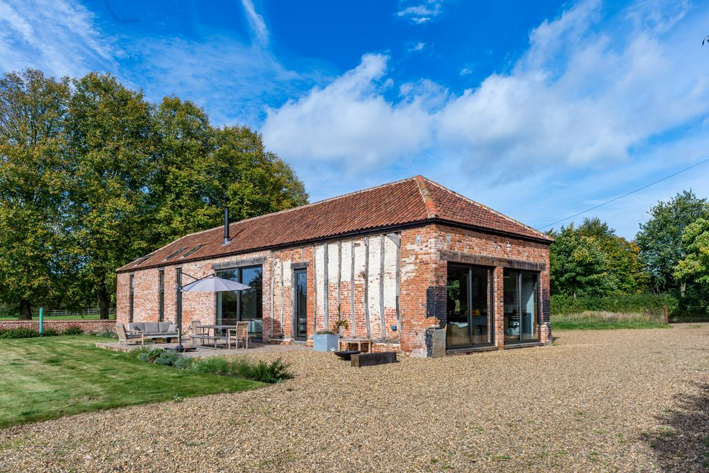 Old Hall Farm Barn with outdoor seating area in Norfolk, England