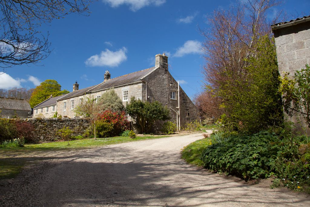 Quaint Beaufront Hill Head cottage on a peaceful farm in the sun of Northumberland, England