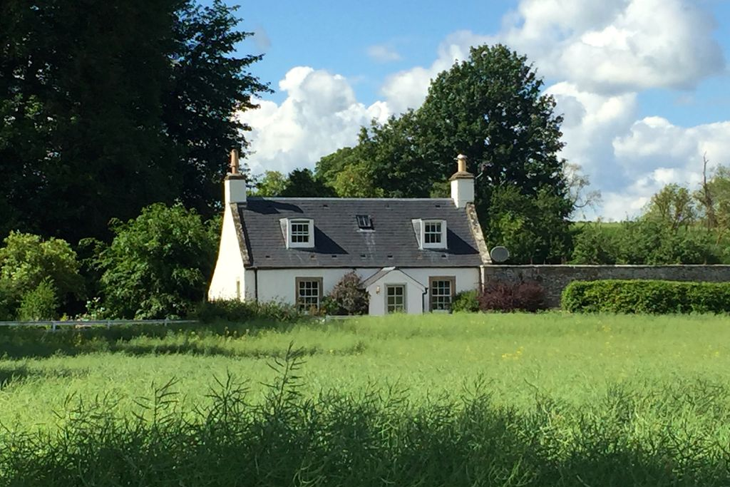 Cosy Garden Cottage in the fields of Hawick in Scotland