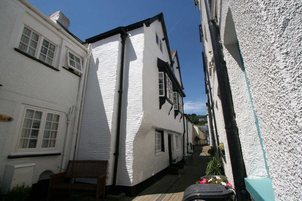 Exterior shot of Lantau Cottage, Cornwall, Britain