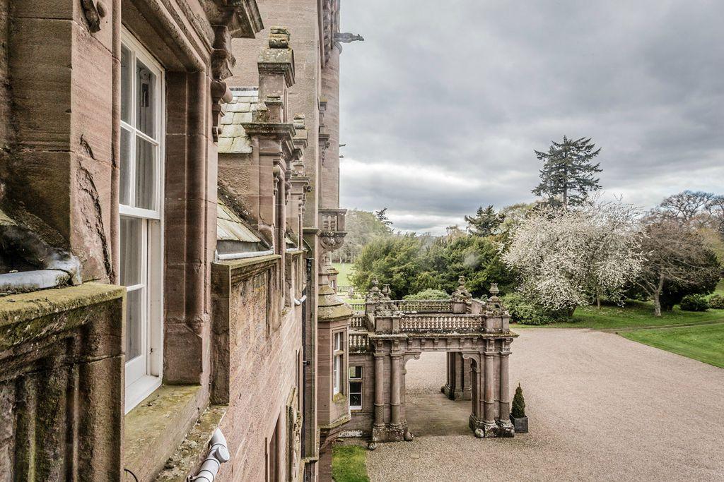 Kinnaird Castle - Gallery