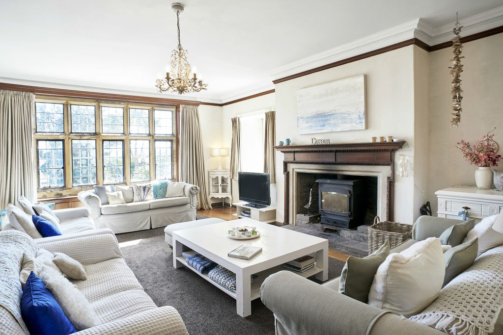 Pickwell Manor Apartments - Gallery