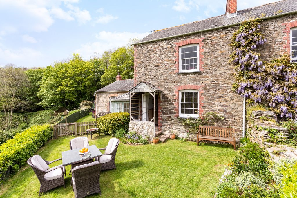 Laurel, Elm and Jasmine Cottage at Treworgey gallery - Gallery