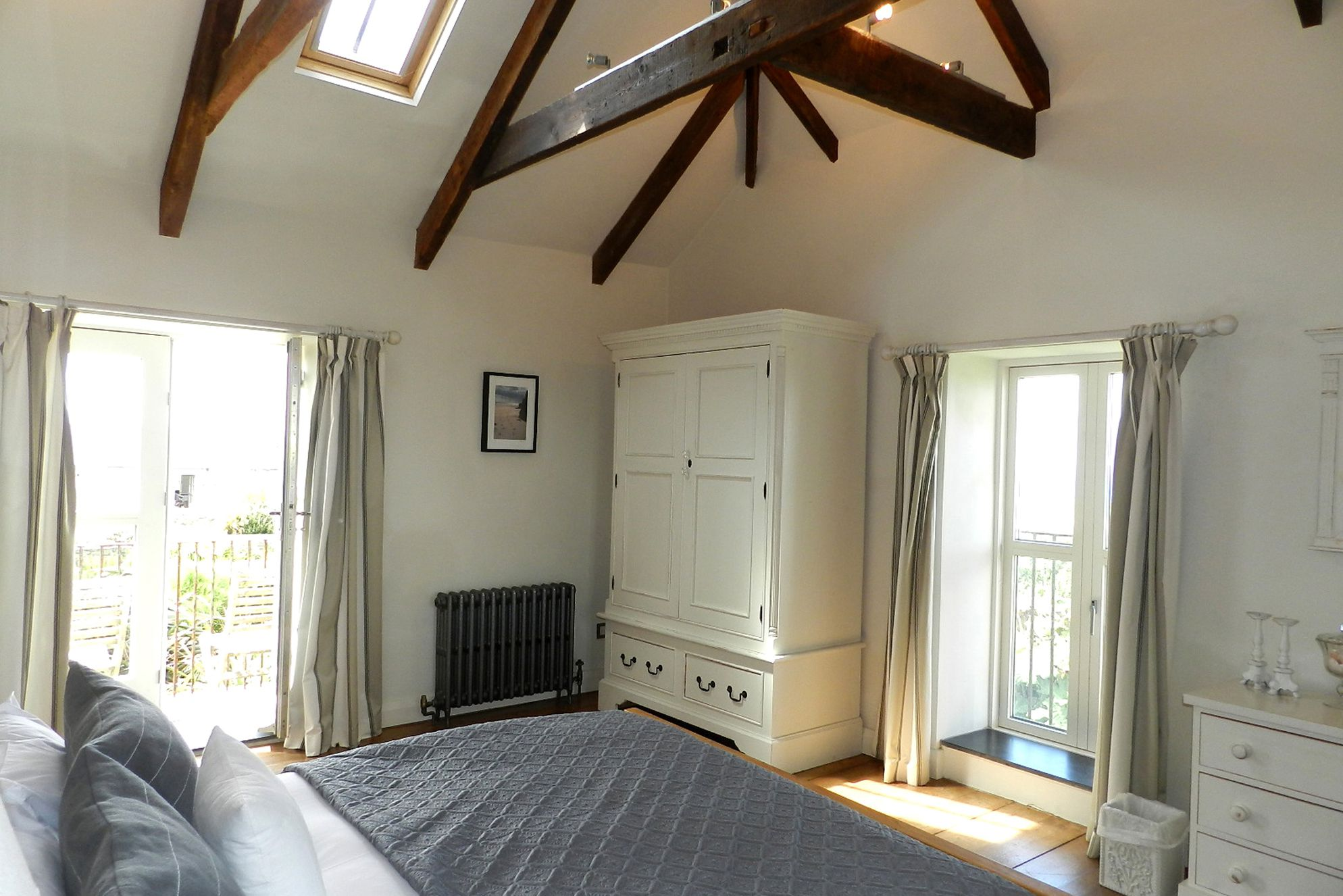 Baragwainaith Cornwall, gorgeous master bedroom with with double bed and balcony