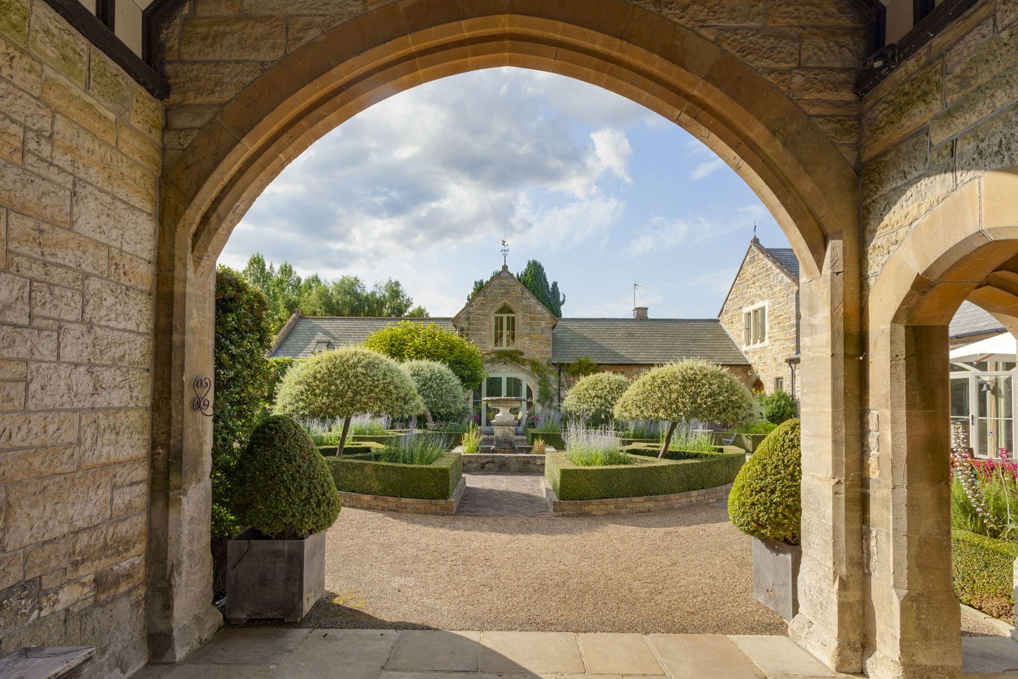 Capel Courtyard - Gallery