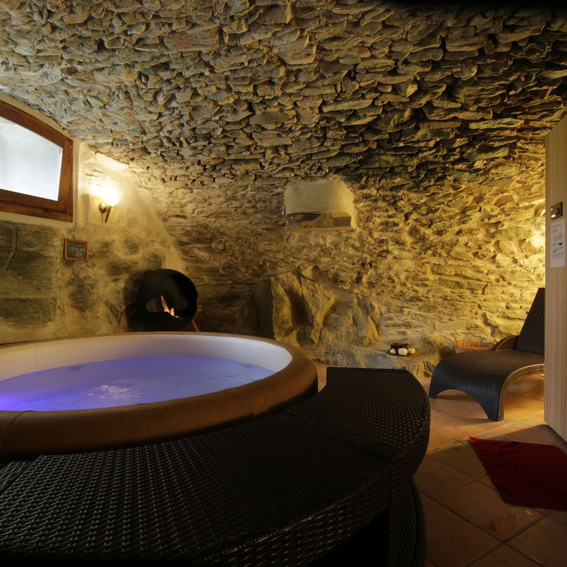 Large holiday cottages with a spa