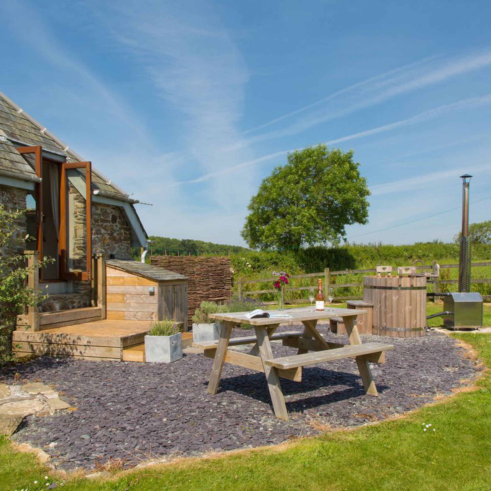 Large holiday cottages with hot tubs