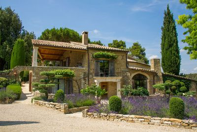 Guide to Provence